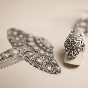 Nerdi Orafi Incisori - Anello in oro bianco 18 carati e diamanti taglio vecchio