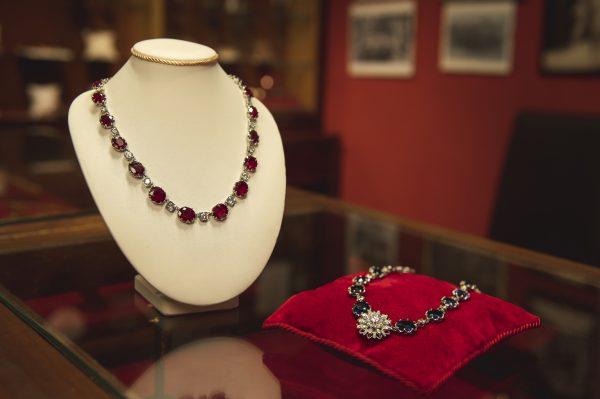 Nerdi Orafi Incisori - Collane con rubini, zaffiri e brillanti