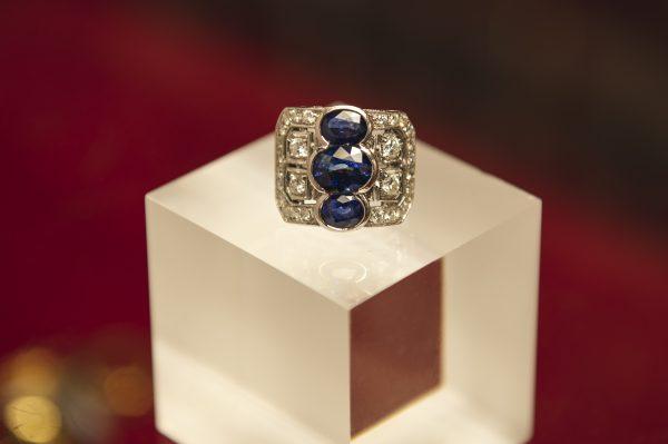Nerdi Orafi Incisori - Anello in oro bianco 18 carati con zaffiri e brillanti