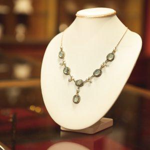 Nerdi orafi Incisori - Collana Stile Rinascimentale in oro rosa e argento con acquemarine e perle