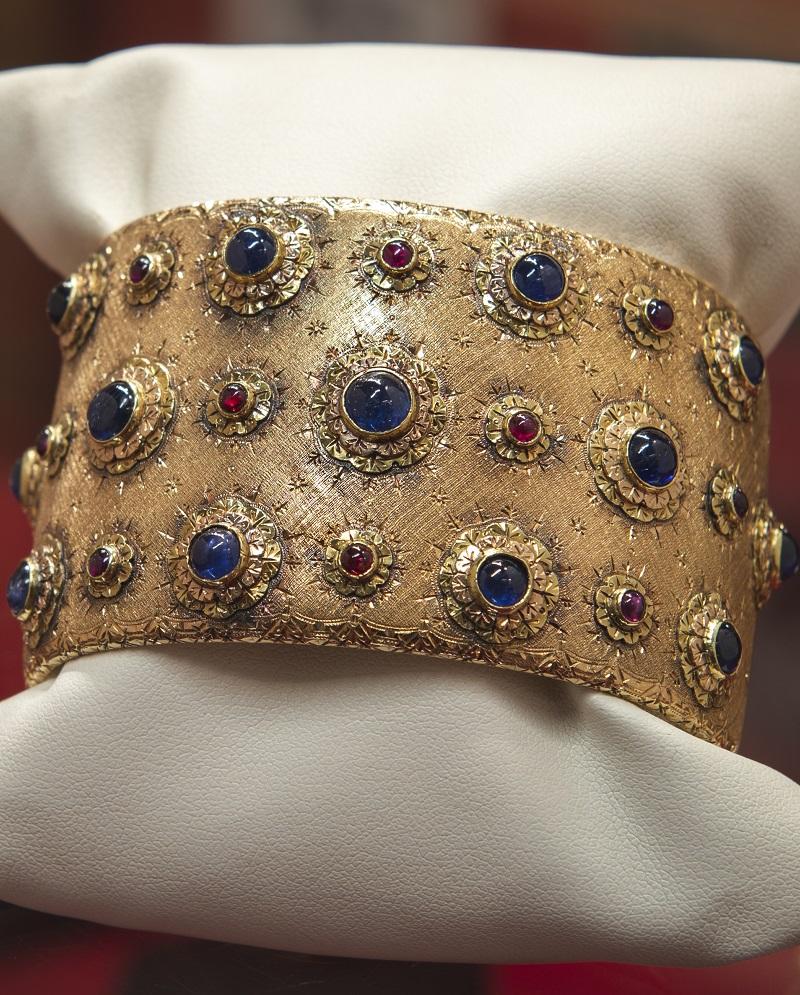 Bracciale in oro giallo con zaffiri e rubini